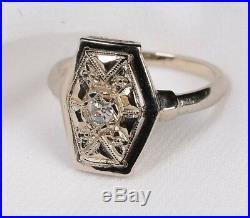 Old European cut Diamond in 14 karat Art Deco White Gold setting